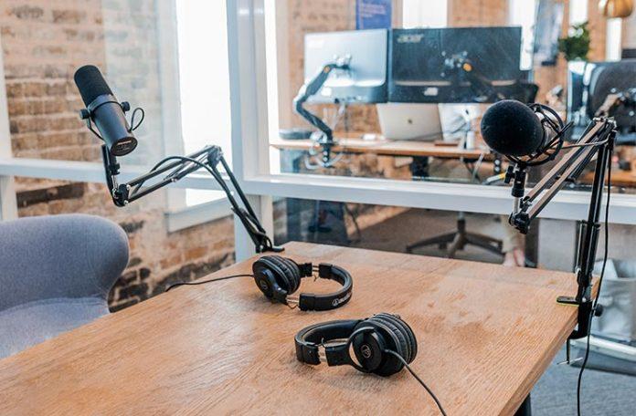 Los mejores podcast en español para escuchar mientras trabajas